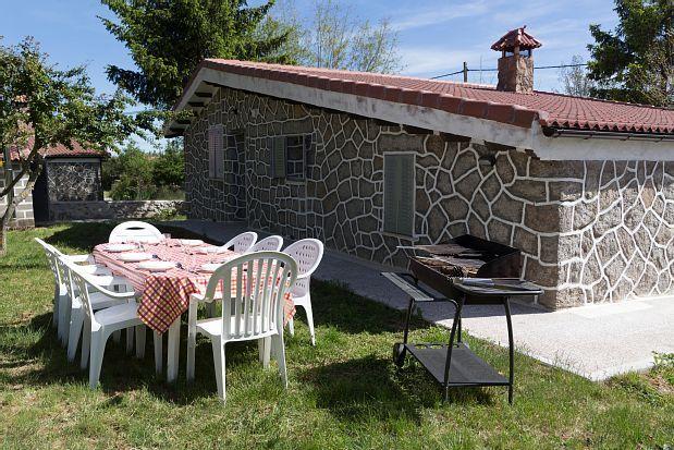 La Casota del Medio, casa rural con jardín y barbacoa en Avila, La Cañada
