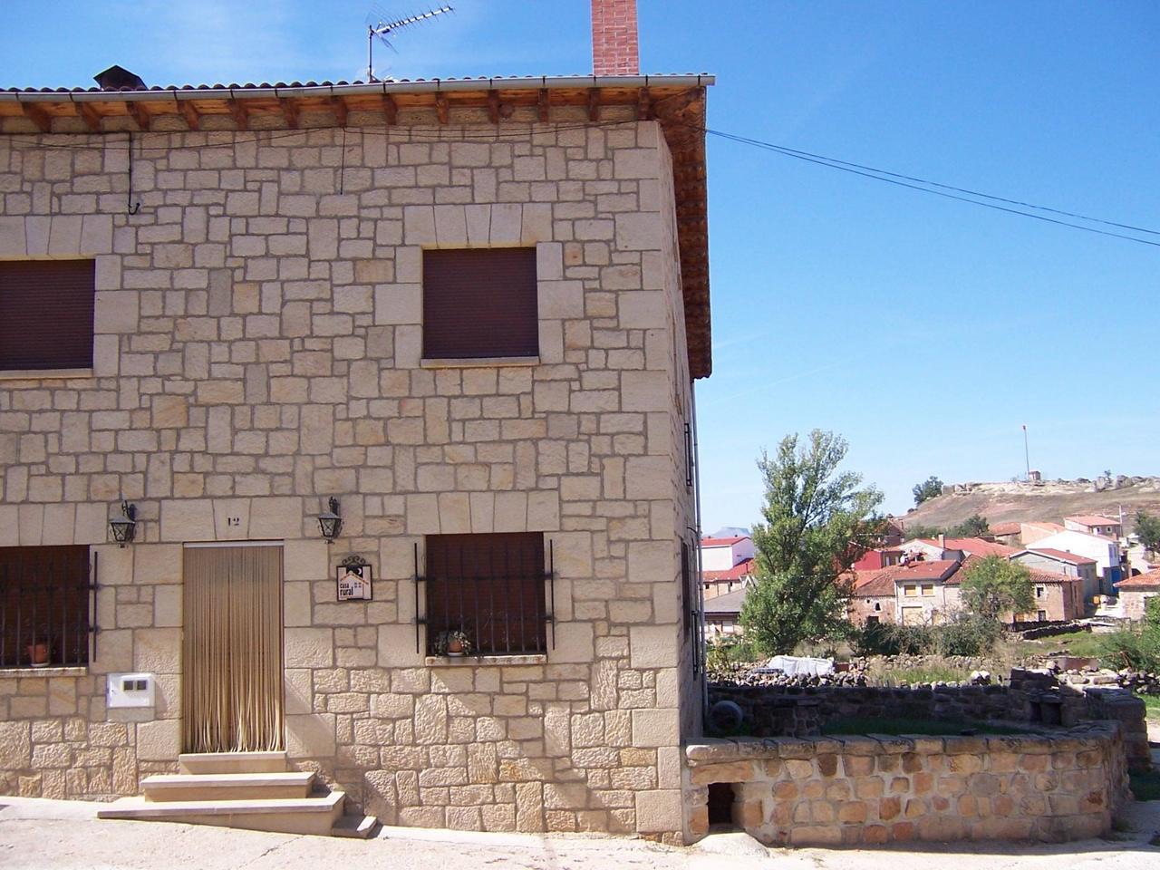 Casa Rural La Conegra, alojamiento rural con 8 habitaciones en Castrillo de la Reina, Burgos