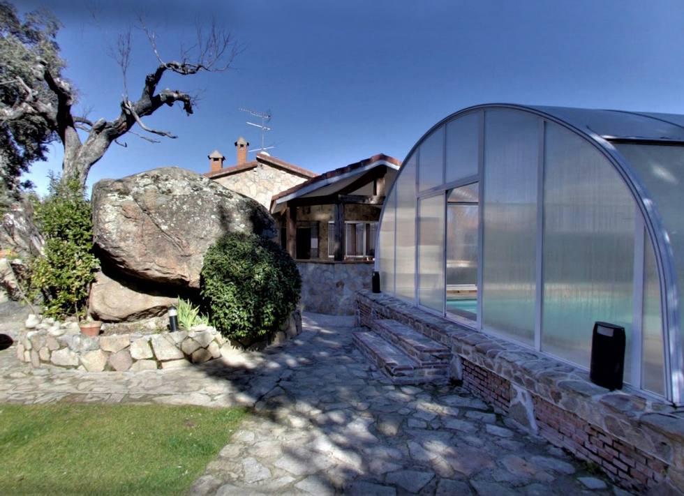 La Encinilla, casa para grupos grandes con piscina cubierta y jacuzzis en Navaluenga, Sierra de Gredos, Avila