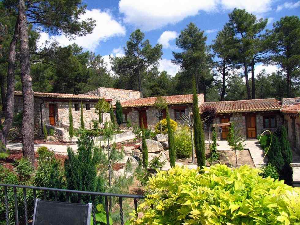 La Quinta de los Enebrales, casa rural completa o por habitaciones para grupos grandes en El Hoyo de Pinares, Avila