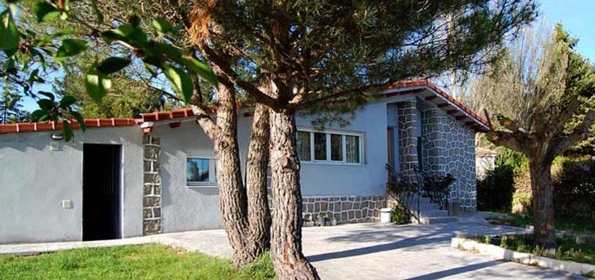 Las Dos estaciones, casa rural con jardín y barbacoa en La Cañada, Avila