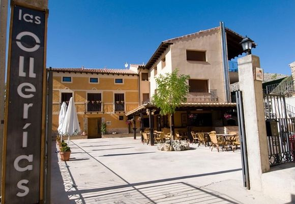 Hotel, apartamentos y mesón Las Ollerías en Deza, Soria