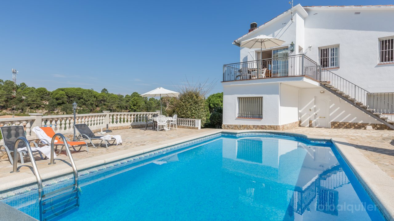 Villa Mari, casa en Aiguaviva Park, Lloret de Mar, Girona