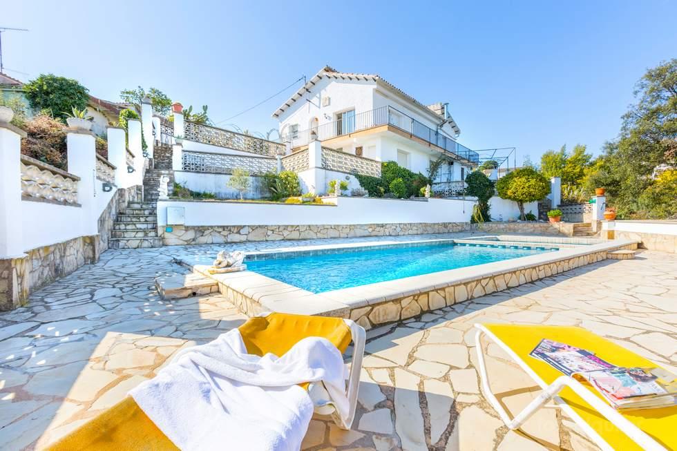 Villa Las Teresas en Lloret de Mar, urbanización Lloret Blau, Costa Brava, Tarragona.