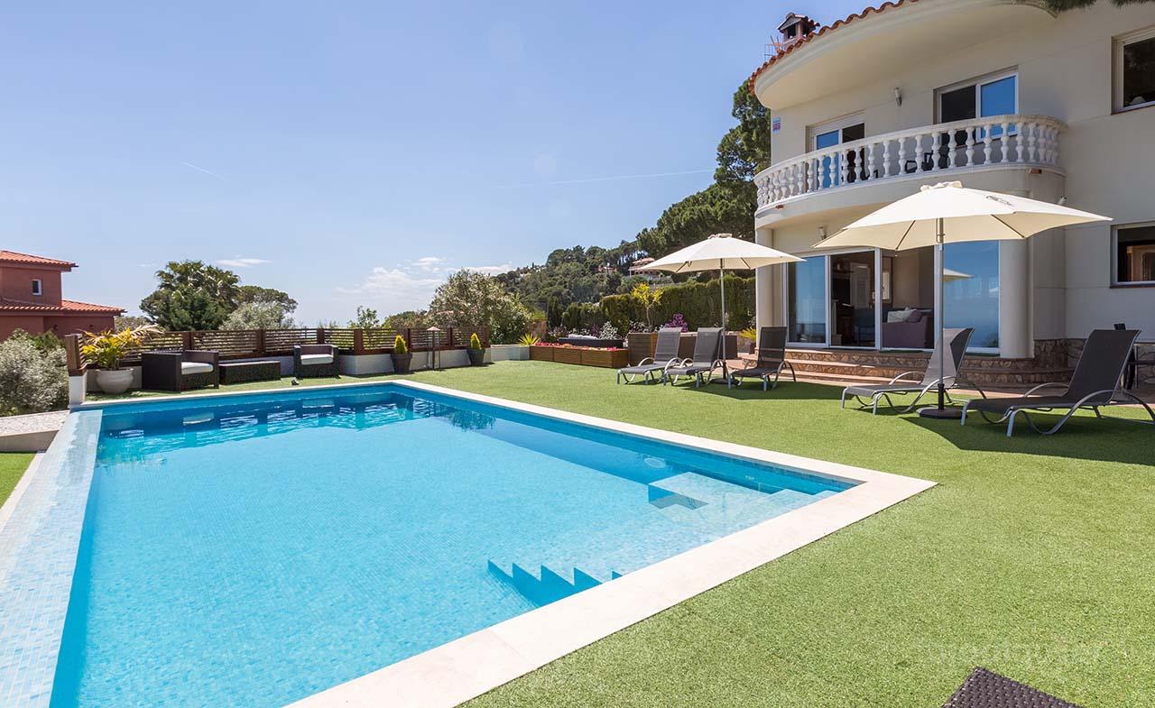 Alquiler de casa con piscina privada en Lloret de Mar, Girona.