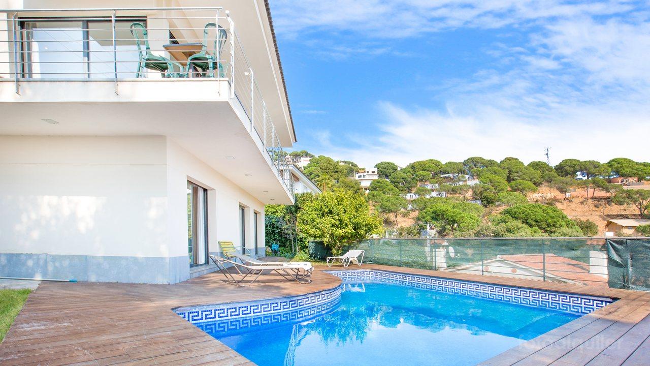 Casa vacacional con piscina privada en Lloret de Mar, playa Canyelles