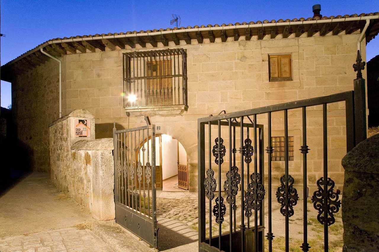 Alquiler de Casa Rural con 4 dormitorios Los Trashumantes en Molinos de Duero, Soria.