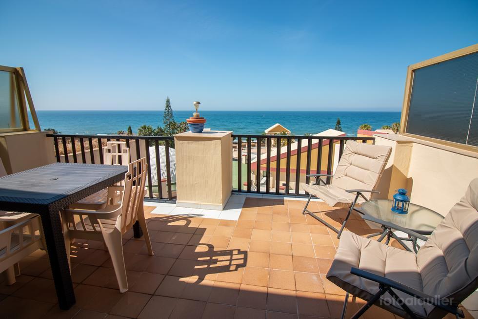 Alquiler de ático en la urbanización Romana Playa, Elviria, Marbella, Costa del Sol, Málaga, ref.: marbella-11258