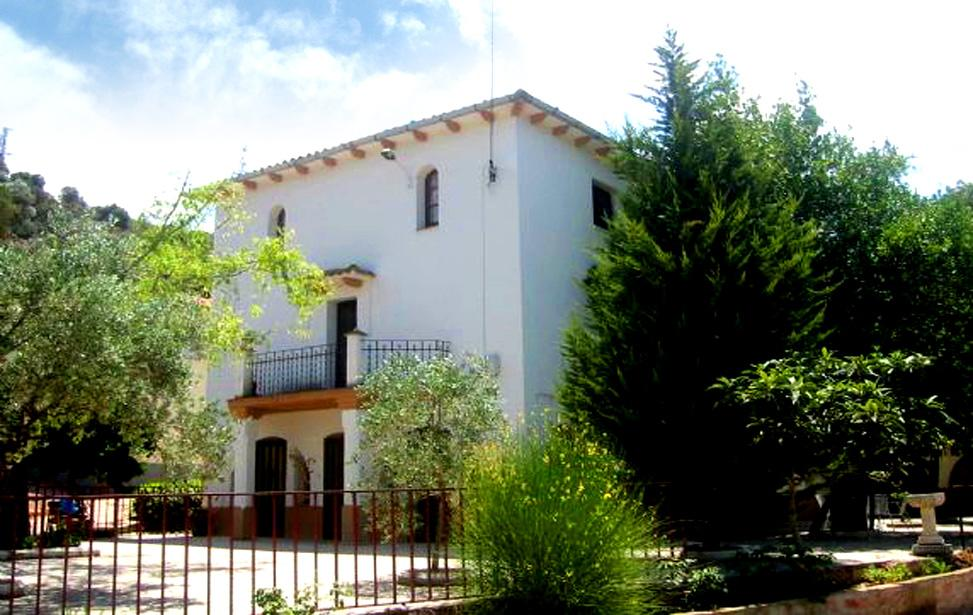 Masía Els Bacus, alojamiento rural con jardín y piscina en Monistrol de Montserrat, Barcelona
