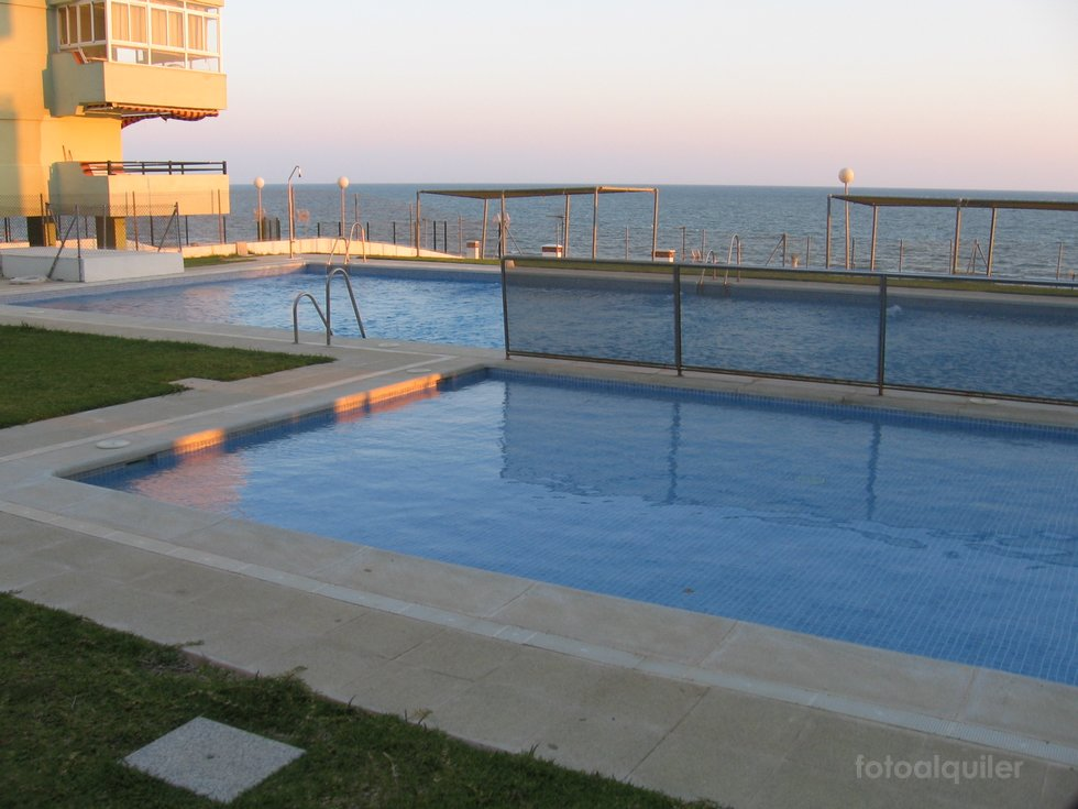 Alquiler de piso en primera linea playa en  Matalascanas, Edificio Atlantico Urbanización