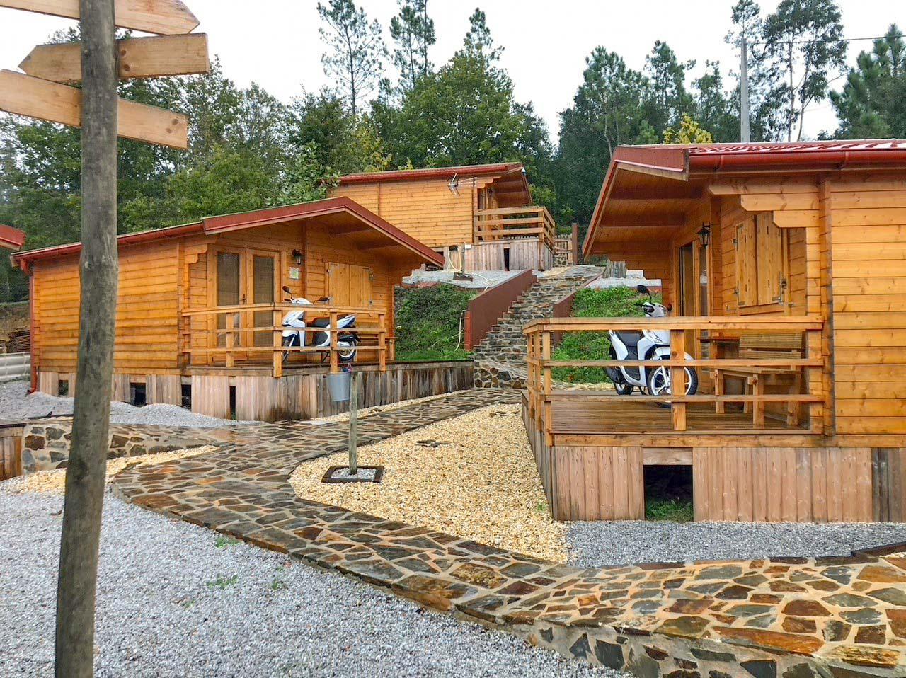 Mimosa Village, cabañas de madera en Falgaroso da Serra, Portugal