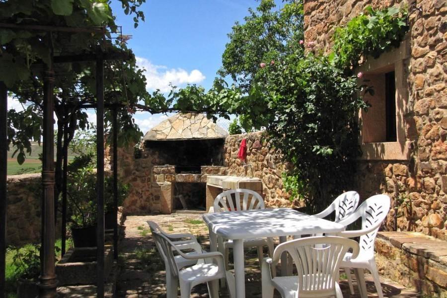 Alquiler de Casa Rural con 4 dormitorios en Miramontes en Canos, Soria.