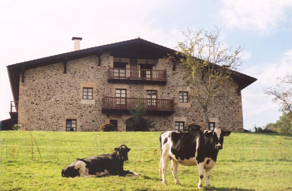 Alquiler de habitaciones en el Caserío Oiharte, Zerain, Guipuzcoa.