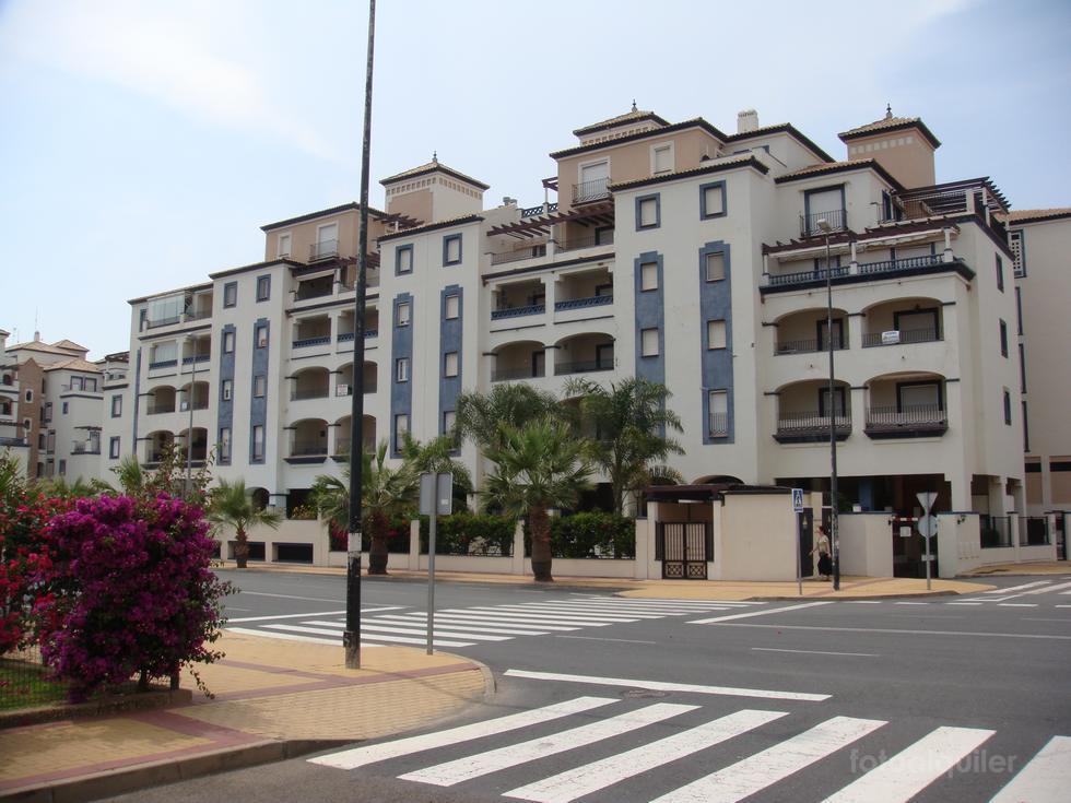 Alquiler apartamento con piscina y garaje en Punta del Moral, dos dormitorios.
