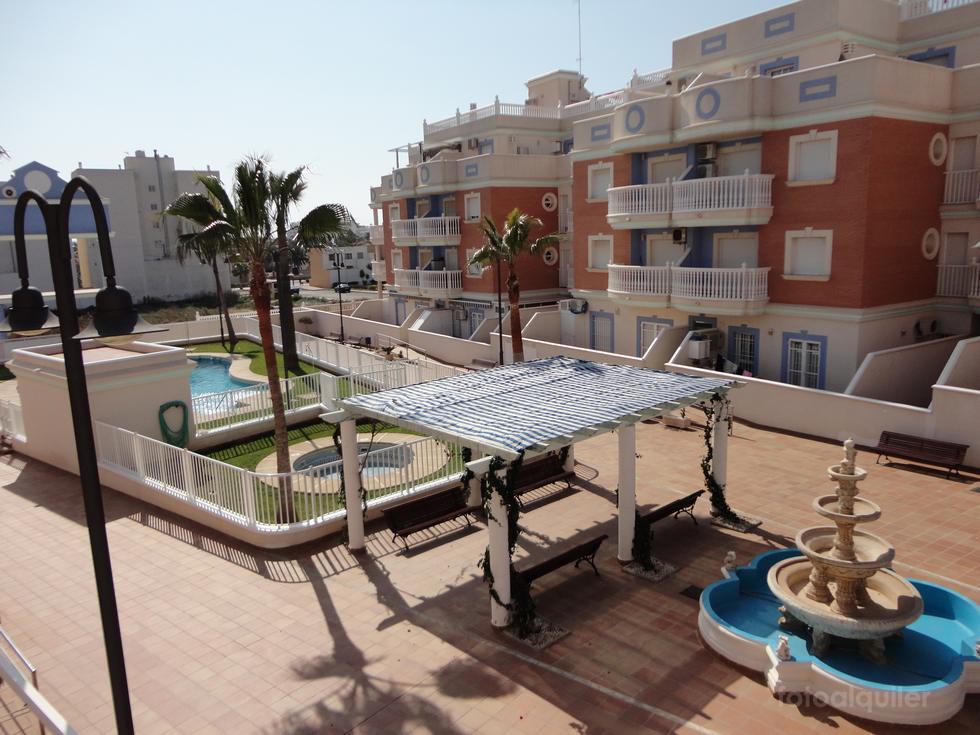 Apartamento dos dormitorios en Roquetas de Mar, Residencial Esbamar VI, Almería