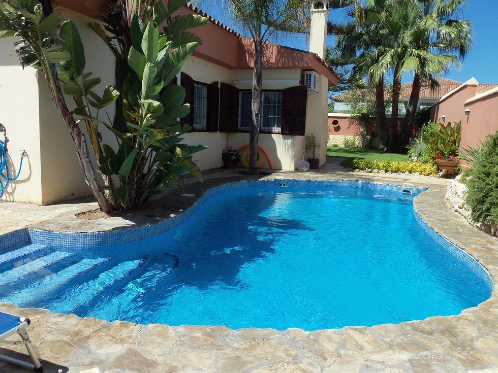 Chalet con 4 dormitorios y piscina en Sanlúcar de Barrameda