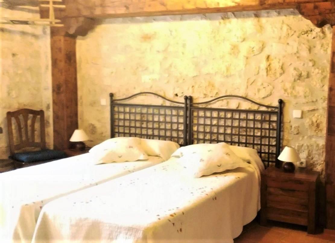 Casa Tio Prudencio, casa rural con piscina climatizada y 7 dormitorios en Morcuera, Soria