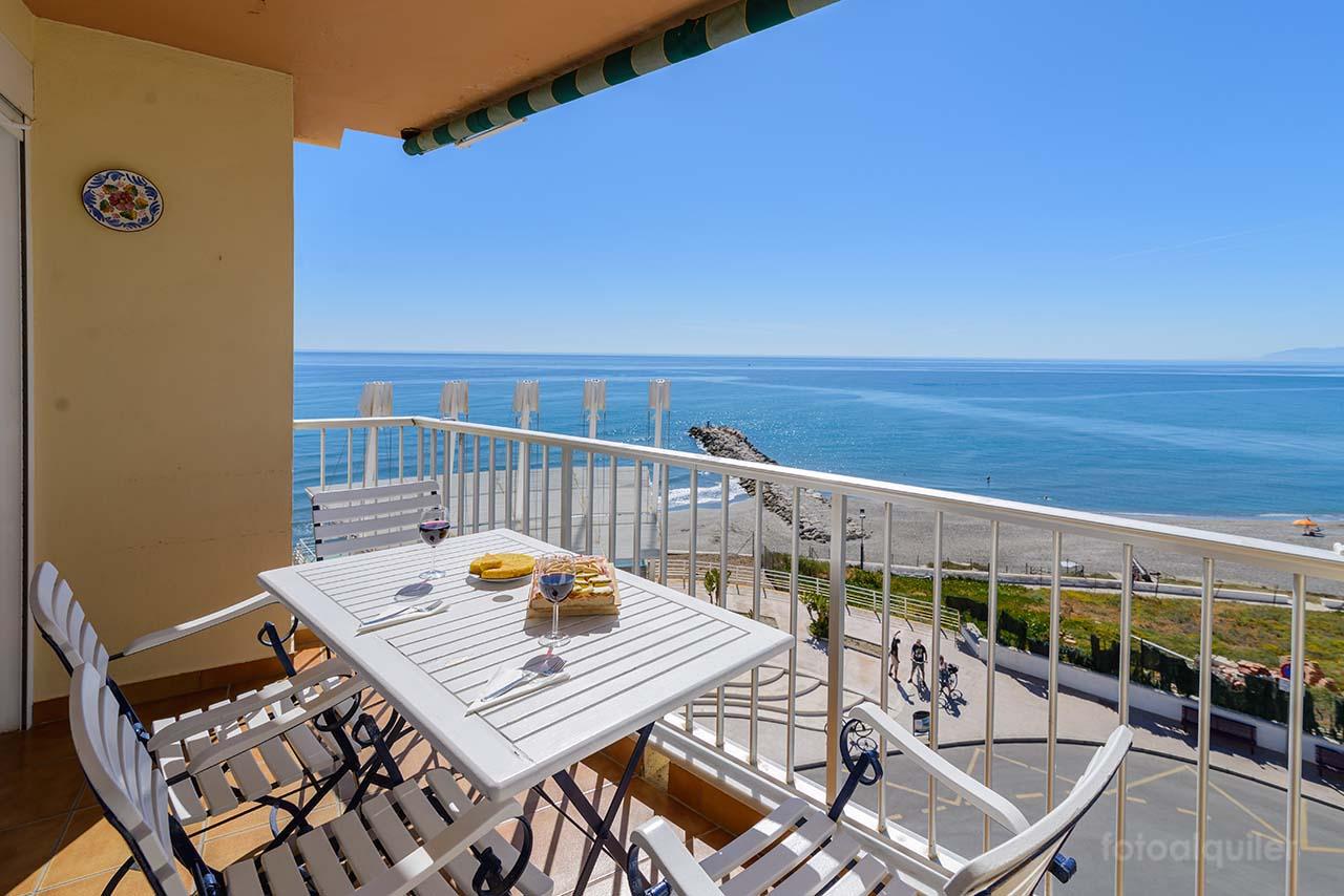 Alquiler apartamento en primera línea de playa en Torrox Costa, Málaga, Costa del Sol