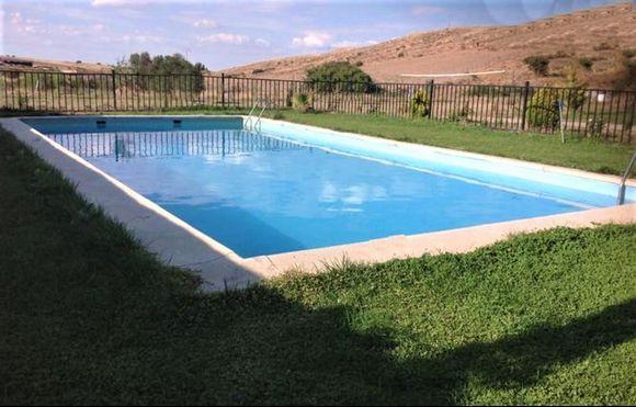 Vega de Vita, casa rural para grupos grandes con piscina, barbacoa, fútbol, baloncesto y parque infantil en Ávila