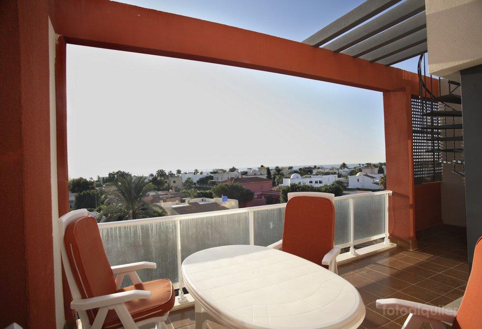 Alquiler aticos de lujo con jacuzzi en Vera, urbanización Puerto Rey