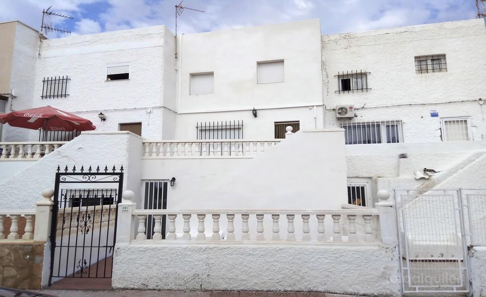Alquiler duplex tres dormitorios en Vera,  Urbanización Las Marinas