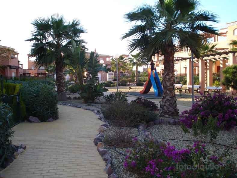 Apartamento con jardín privado en Vera, Urbanización Verazul, Almería
