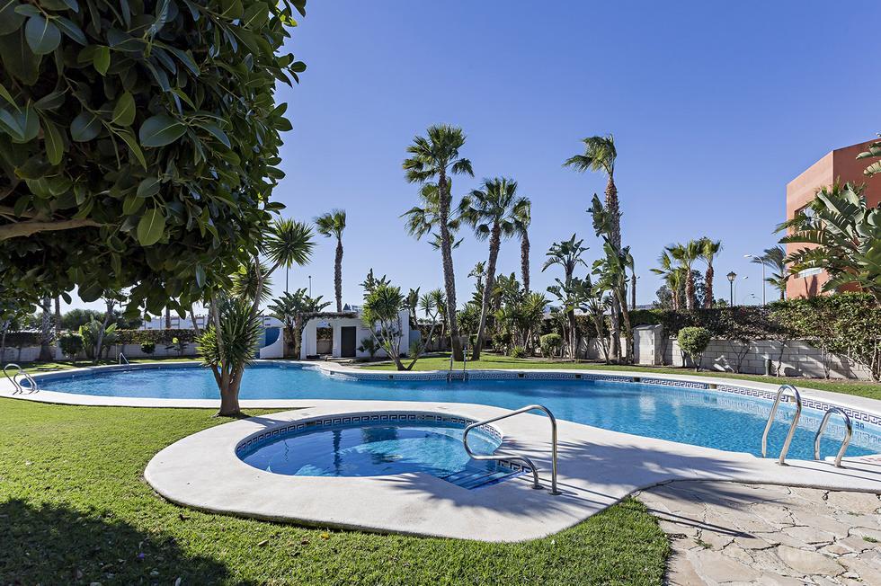 Apartamento en primera linea, acceso directo a la playa Urbanización Paraiso de Vera Playa
