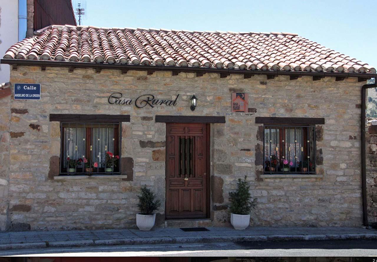 Villa Luz 3, casa rural con patio y barbacoa en Abejar, Soria