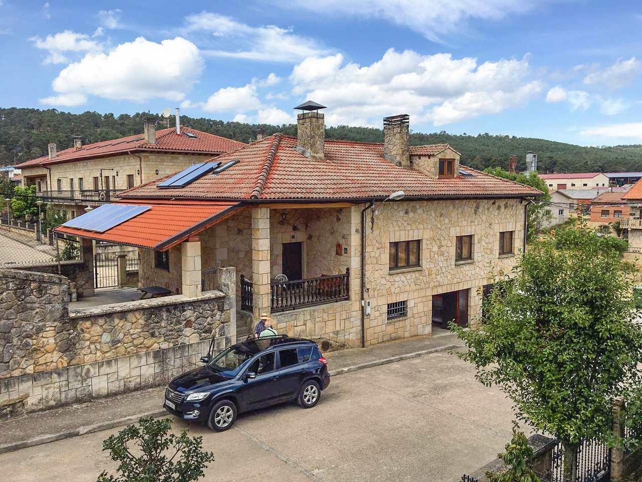 Casa Rural Vista Urbión, casa rural con juegos y eco-sostenible en la Sierra de la Demanda, Regumiel de la Sierra, Burgos.