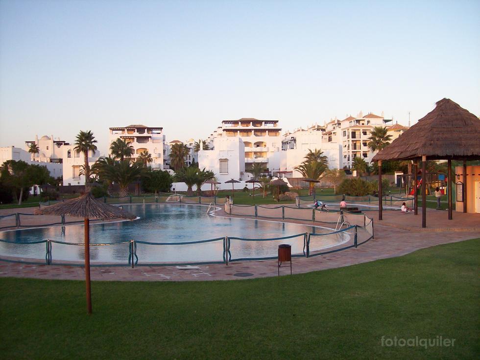 Casa con jardín en Atlanterra Playa, Urbanización Bahia de la Plata