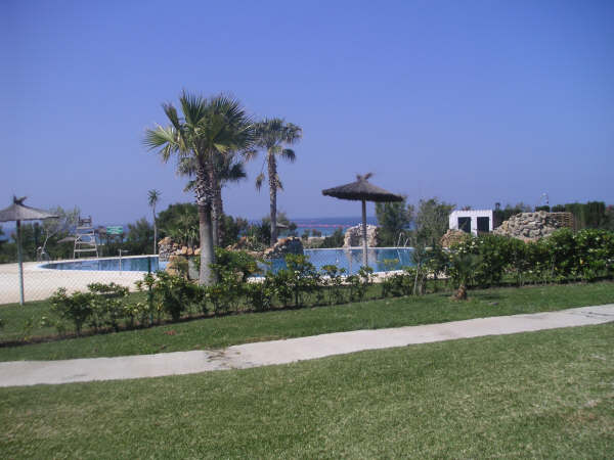 Primera linea en Zahara, apartamento en Urbanización Atlanterra Costa