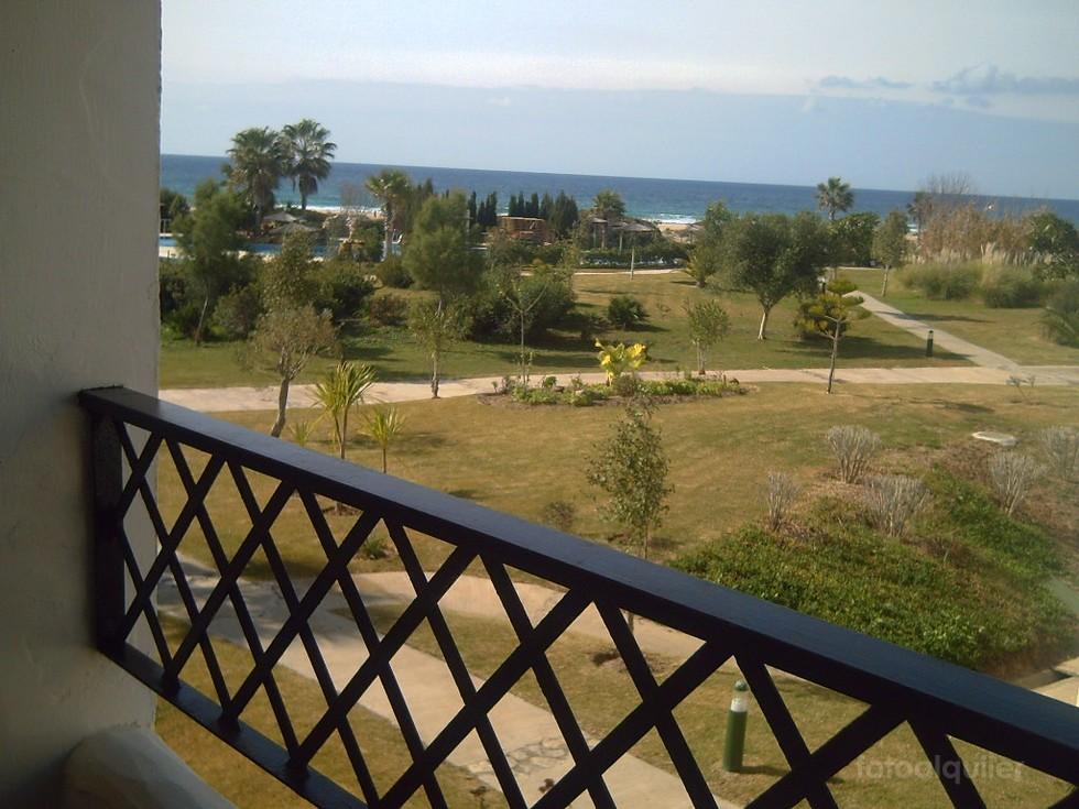 Alquiler de apartamento en primera línea de playa, urbanización Atlanterra Costa, Zahara de los Atunes